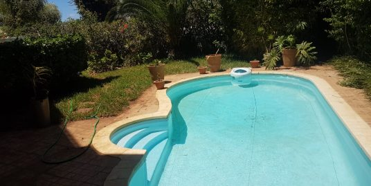 Villa à Louer avec piscine sur la Route d'Azemmour à Ain Diab