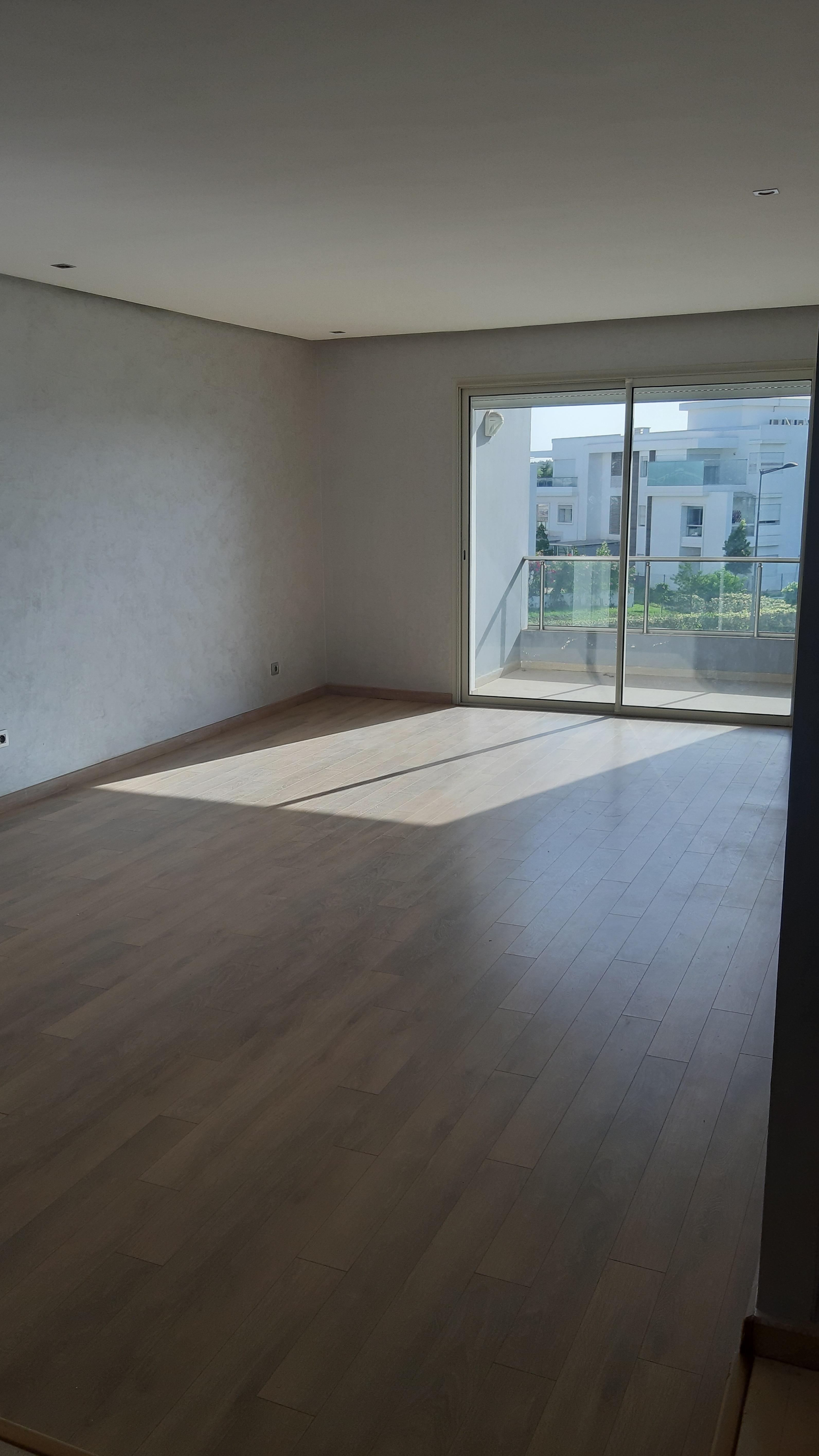 Appartement vide à louer à Bouskoura
