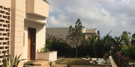Villa à louer avec jardin à Polo