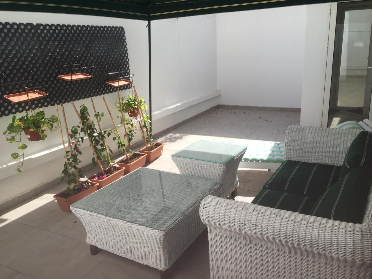 Studio meublé avec terrasse à louer à Racine